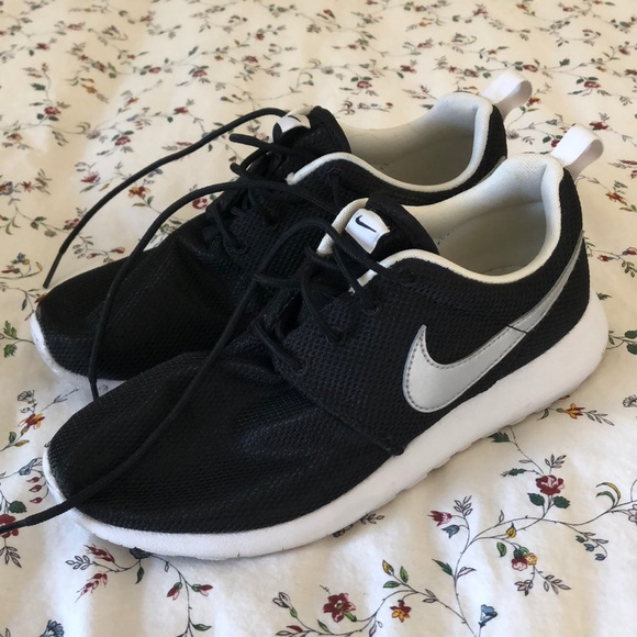 sweden nike roshe all white black tick c11da f116a